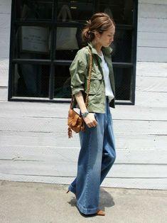 キナリノ女子にオススメのコーデがコチラ。『白T×カーキジャケット』は、抜群のこなれ感です。 Korea Fashion, Japan Fashion, Denim Fashion, Womens Fashion, Latest Fashion, Sport Casual, Minimalist Fashion, Passion For Fashion, Bell Bottom Jeans