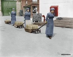 Female workers pull trolleys of shells in the grounds of the National Shell Factory at Parkgate Street, Dublin, during the First World War. Ireland 1916, Dublin Ireland, Old Pictures, Old Photos, Vintage Photos, Ireland Homes, World War I, Vintage Photography