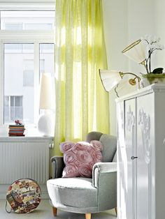 love the grey + yellow + pink <3