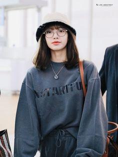 Blackpink Fashion, Korean Fashion, Fashion Outfits, Blackpink Icons, Jenny Kim, Lisa Blackpink Wallpaper, Indie, Blackpink Photos, Jennie Blackpink