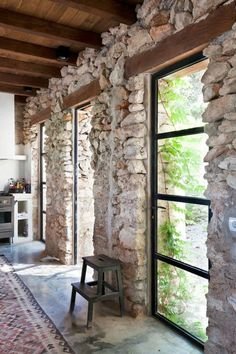 57 Exposed stone wall ideas for a modern interior You want to have a classy interior, retro and modern? If this is the case, we suggest you start with the walls. The exposed stone wall is increasingly preferred in contemporary design. Stone Interior, Interior And Exterior, Interior Design, Exterior Paint, Interior Ideas, Stone Cottages, Stone Houses, Casa Hotel, Cottage Interiors