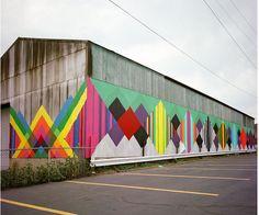 Rather ugly barn becomes brilliant via artist Maya Hayuk. Graffiti Artwork, Art Mural, Mural Painting, Street Painting, Wall Murals, Murals Street Art, Street Art Graffiti, Maya Hayuk, Barn Art