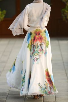 Silk Flower Maxi Skirt: splurge (for me). Muslim Fashion, Modest Fashion, Trendy Fashion, Unique Fashion, Hijab Fashion, Fashion Trends, Flower Skirt, Islamic Clothing, Long Maxi Skirts