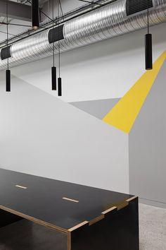 Goodman Office par MAKE Creative - Journal du Design Australian Interior Design, Interior Design Awards, Interior Work, Office Paint Colors, Office Colours, Plywood Interior, Commercial Office Space, Corporate Office Design, Creative Journal