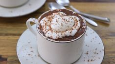 Nothing tastes better then a yummy hot chocolate on a cold winter night, but have you ever tried the Italian cioccolata calda (hot chocolate)? Trust us, it's better than the chocolate powder or syrup mix! Check out the recipe below. Italian Hot Chocolate Recipe, Frozen Hot Chocolate, Homemade Hot Chocolate, Hot Chocolate Mix, Chocolate Topping, Chocolate Shavings, Hot Chocolate Recipes, Chocolate Shop, Cocoa Recipes