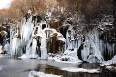 https://flic.kr/p/RsnM2u   Rio Cuervo   Nace en el corazón de la Serrania de Cuenca y a los pocos metros se desliza por la cresta rocosa del cauce. que con las bajas temperaturas se forman  unos bonitos carámbanos como estalactitas
