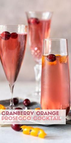 Cranberry Orange Prosecco Cocktail – A Seasonal Twist for a Mimosa Who can say no to bubbles? With this easy Cranberry Orange Prosecco Cocktail, you'll have that little special something your holiday bar menu needs to toast your friends and family. Prosecco Cocktails, Cocktail Drinks, Fun Drinks, Yummy Drinks, Alcoholic Drinks, Cocktail Recipes, Cocktail Garnish, Beverages, Christmas Cocktails