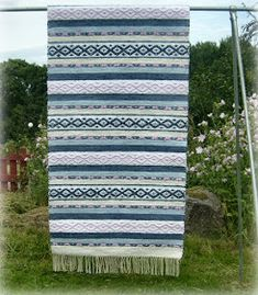 Cost Of Carpet Runners For Stairs Code: 8272817710 Cost Of Carpet, Diy Carpet, Modern Carpet, Carpet Ideas, Hallway Carpet Runners, Cheap Carpet Runners, Stair Runners, Weaving Art, Hand Weaving