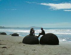 Moeraki boulders silhouettes