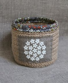 I love hessian and have been trying to introduce it into my creations for some time now. I thought that Plushka's basket c...