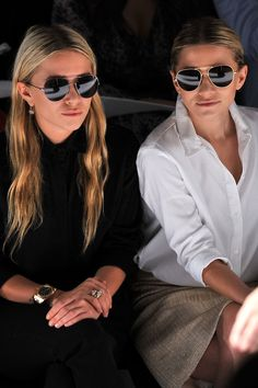 Olsens Anonymous Mary Kate Ashley Olsen Sunnies And Smiles Fashion Event Jewelry Watch Neutral All Black Look photo Olsens-Anonymous-Mary-Kate-Ashley-Olsen-Sunnies-And-Smiles-Fashion-Event-Jewelry-Watch-Neutral-All-Black. Mary Kate Ashley, Mary Kate Olsen, Cute Fashion, Fashion Show, Fashion Tips, Lifestyle Fashion, Fashion Pants, Fashion Fashion, Runway Fashion