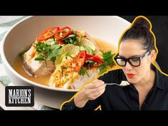 My guide to making Thai steamed fish with lime and garlic. without using a steamer. Also called 'Pla Neung Manao' in Thai. Asian Recipes, New Recipes, Ethnic Recipes, Thai Fish Recipe, Kitchen Recipes, Cooking Recipes, Kitchen Tips, Lemongrass Recipes, Steam Recipes