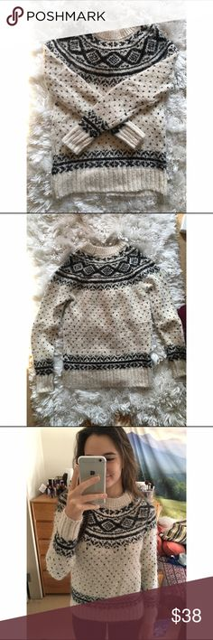 Super soft sweater I can NOT stress enough how soft this sweater is. As shown in the last picture, it's a very cozy texture that is PERFECT for the winter. It also has a gold shimmer component. Never worn. Abercrombie & Fitch Sweaters Crew & Scoop Necks
