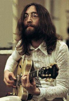 John Lennon in 1969 during the Abbey Road Sessions : OldSchoolCool Beatles Poster, Les Beatles, Beatles Art, John Lennon Beatles, Beatles Photos, John Lennon 1969, John Lennon Guitar, John Lennon And Yoko, Imagine John Lennon