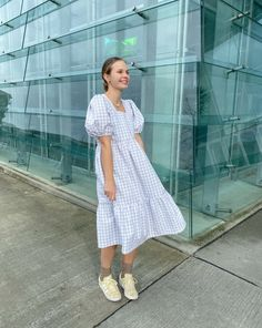 Kjole med pufærmer - Syguide | Maria Møller Summer Dress Outfits, Night Outfits, Cool Outfits, Girl Fashion, Fashion Outfits, Fashion Design, Diy Clothes, Clothes For Women, Nouveau Look