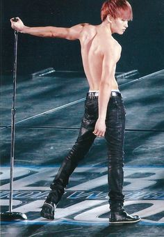 Whosy tampil hot di SS4 TOKYO DOME. Ok SM we get it... You have hot backs.