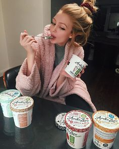 """late night cravings have me turning to Arctic Zero❄️non-GMO & low in calories I love this yummy ice cream alternative #arcticzero #healthydessert…"""