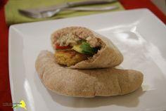 mezze (pan de pita semi-integral, hummus, falafel y salsa de berenjena asada)