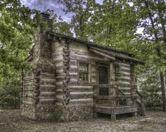 Log Cabin Tiny house home cabin cottage via Angela Axiarlis Old Cabins, Tiny Cabins, Cabins And Cottages, Log Cabin Living, Log Cabin Homes, Cabin In The Woods, Little Cabin, Cozy Cabin, Guest Cabin