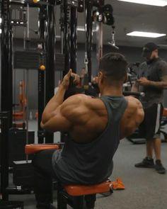 Back Workout Bodybuilding, Bodybuilding Videos, Bodybuilding Training, Gym Workout Chart, Gym Workout Videos, Gym Workout For Beginners, Back Workout Machine, Workout Machines, Back Weight Exercises
