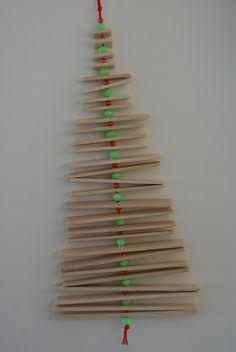 Kerstboom met friscostokjes