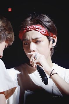 Image discovered by abby💜jk Find images and videos about bts, v and taehyung on We Heart It - the app to get lost in what you love. Hoseok, Seokjin, Namjoon, Daegu, K Pop, V And Jin, Cypher Pt 4, Bts Love Yourself, Kim Taehyung