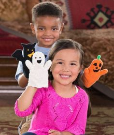 Halloween Puppets Crochet Pattern - Enjoy creative playtime with our Bat, Ghost and Pumpkin puppets. These easy to crochet toys will spark the imagination of your favorite child (and will be enjoyed a lot longer than candy). Crochet Fall, Holiday Crochet, Halloween Crochet, Crochet For Kids, Halloween Fun, Knit Crochet, Halloween Knitting, Halloween Garland, Crochet Crafts