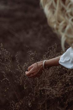 White dress: Mango, Heels: Yves Saint-Laurent …text under construction. Art Director, Yves Saint Laurent, White Dress, Slippers, Dance Shoes, Stylists, Ballet, Heels, Photos