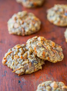Im not a carrot cake fan, but my husband, nephew, and Dad are. Chewy Spiced Carrot Cake Cookies - Tons of texture & so moist with zero cakiness. Eat your vegetables by way of healthy cookies! Carrot Spice Cake, Carrot Cake Cookies, Cookies Soft, Oatmeal Cookies, Just Desserts, Delicious Desserts, Yummy Food, Fun Food, Cookie Recipes