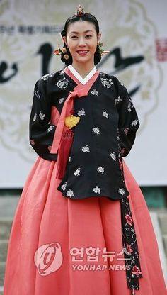 Princess Hwawan in the drama Yi San (2007). She was Yeongjo's favourite daughter.