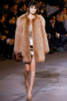 Marc Jacobs. Warm, muted colours. Dramatic/artistic style.