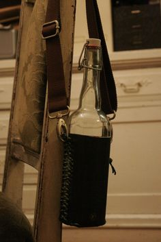 DIY Glass Water Bottle by Culturespy Water Bottle Carrier, Glass Water Bottle, Glass Bottles, Diy Bottle, Bottle Holders, Leather Working, Leather Craft, Messenger Bag, Satchel