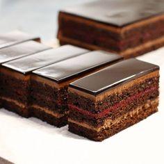 Skills Needed To Become A Patisserie Chef - Useful Articles Fancy Desserts, Just Desserts, Dessert Recipes, Chocolate Pastry, Chocolate Desserts, Zumbo Desserts, Super Torte, Opera Cake, Dessert Presentation