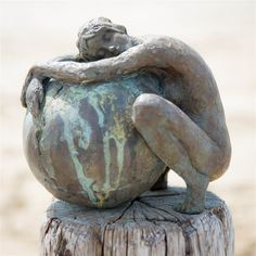 sculpture by LInda Ergo, a Dutch artist