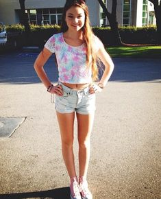 Cute summer outfit | stilababe09 | Meredith Foster | crop top and high waisted shorts