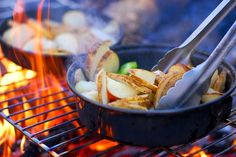 Campfire cooking basic how-to's, equipment you need, best cookware to use, and delicious easy campfire camping meals and recipes Suv Camping, Camping Checklist, Camping Meals, Camping Recipes, Camping Cooking, Camping Hacks, Camping List, Camping Stuff, Camping Items