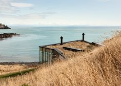 Honeymoon retreat by Andrew Patterson sits on New Zealand shoreline