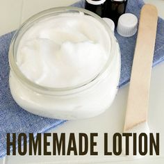 How to make lotion. This homemade body lotion is easy to make. Learn how to make homemade lotion that is all natural. Homemade lotion recipe is frugal too. You will love how well this homemade lotion works on dry skin! Homemade Body Lotion, Diy Lotion, Lotion Bars, Homemade Mothers Day Gifts, Lotion Recipe, Homemade Moisturizer, Homemade Cosmetics, Homemade Beauty Products, Bath Products
