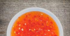 La vraie recette de la sauce aigre-douce parfaite pour aller avec des nems, des samossas, des bricks ou encore pour assaisonner un wok ou caraméliser une viande. Seasoning Mixes, Mayonnaise, Marie Claire, Vinaigrette, Mousse, Meat, Food, White Vinegar, Asian Cuisine