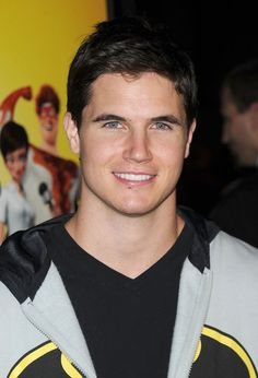 Robbie Amell I want a guy that looks like this!