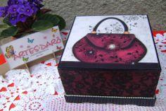 Um mimo esta caixa. Essa artesã só faz caixas lindíssimas! Ela me serve como inspiração!