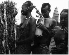 Jeunes filles au Ruanda-Urundi by pgkivu, via Flickr