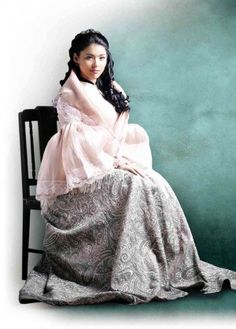 KYLIE Padilla thinks the Maria Clara dress is itchy and heavy, but it is a small price to pay to play a dream role. Modern Filipiniana Gown, Filipiniana Wedding Theme, Maria Clara Dress Philippines, Kylie Padilla, Filipino Fashion, Filipina Beauty, Different Dresses, Traditional Dresses, Gowns