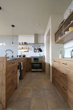 T邸 | FILE [ファイル] Kitchen Pantry, Kitchen And Bath, Kitchen Dining, Kitchen Cabinets, Diy Interior, Kitchen Interior, Japanese House, Home Reno, Kitchen Colors