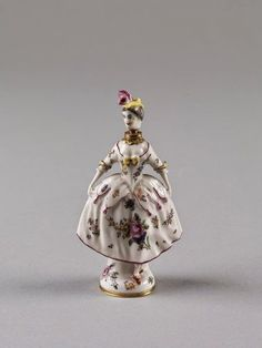 Eye For Design: Decorate With A Display Of Antique Porcelain Perfume Bottles