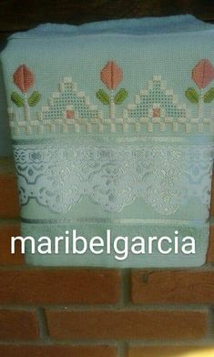 Bargello, Embroidery Stitches, Needlework, Diy And Crafts, Projects To Try, Cross Stitch, Vintage, Bath Towels & Washcloths, Hand Towels