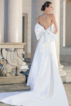 Wonderful wedding dress made of silk with plunging back and beautiful Train of Giuseppe Papini