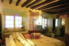 #lovelyflat #oldtown #Genova #Italy #cozy #livingspace #brickwall http://www.studio-haupt.it/affitto/centro-storico-ristrutturato/