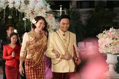 Julian Cheung Chilam and Anita Yuen hold traditional ethnic wedding in Laos!
