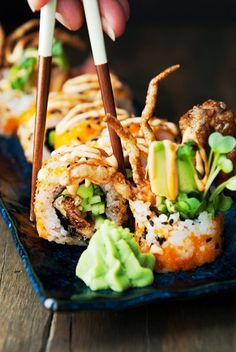 There you have your spider roll! Ours tasted as good as what we get in most sushi bars, so we're declaring victory. Sushi Sushi, Tempura Sushi, Sushi Food, Salmon Sushi, Sushi Comida, Japan Sushi, Sushi Roll Recipes, Best Sushi Rolls, Sushi Recipes